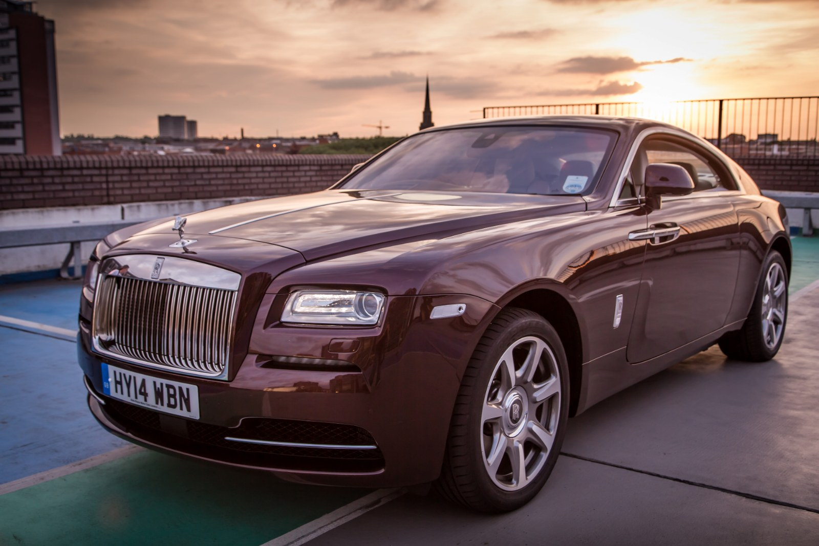 6 things about the rolls royce wraith that we adore. Black Bedroom Furniture Sets. Home Design Ideas
