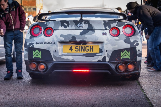 Straight Pipe Exhaust - Nissan GTR Spitting Flames