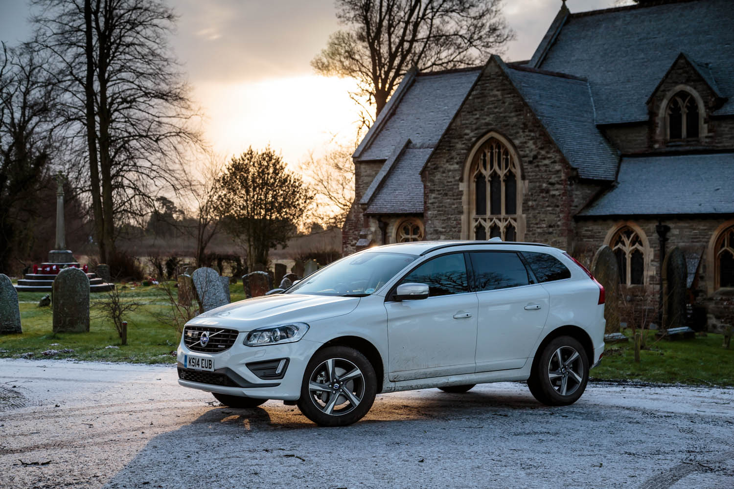 Volvo XC60 D4 R-Design Review - You Would Be a Fool Not to Buy One