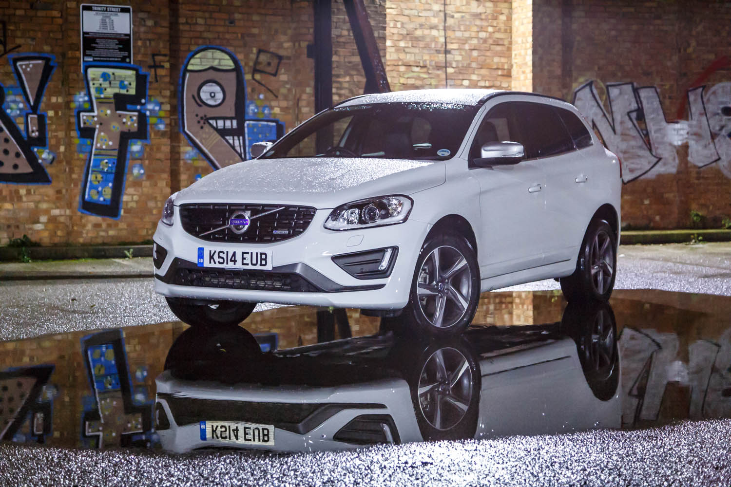 Volvo Xc60 D4 R Design Review You Would Be A Fool Not To