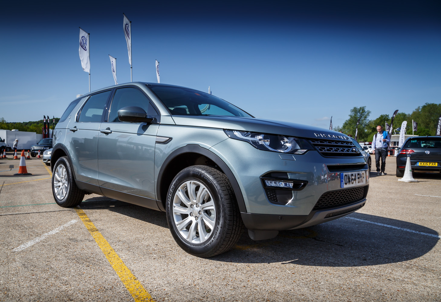driven land rover discovery sport review. Black Bedroom Furniture Sets. Home Design Ideas