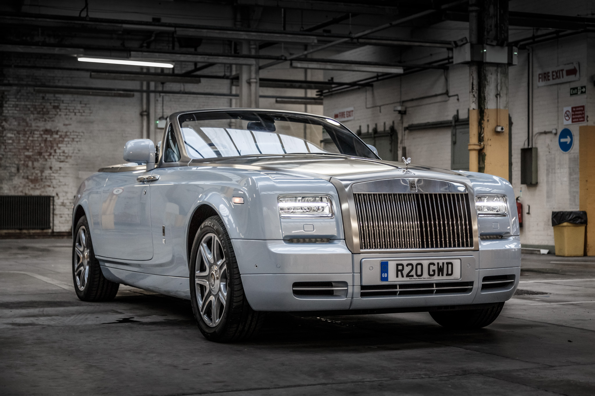 rolls royce phantom drophead coupe 2015 136. Black Bedroom Furniture Sets. Home Design Ideas