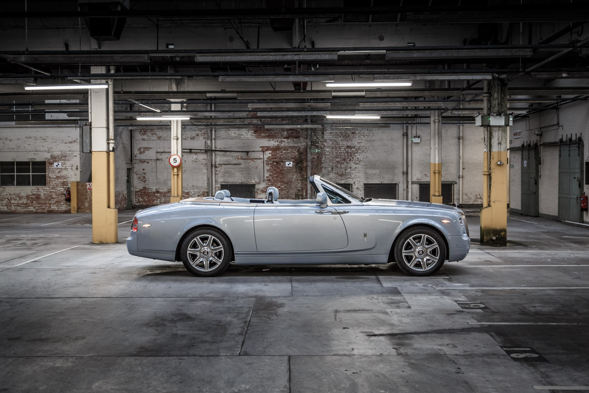 rolls royce phantom drophead coupe 2015 140. Black Bedroom Furniture Sets. Home Design Ideas