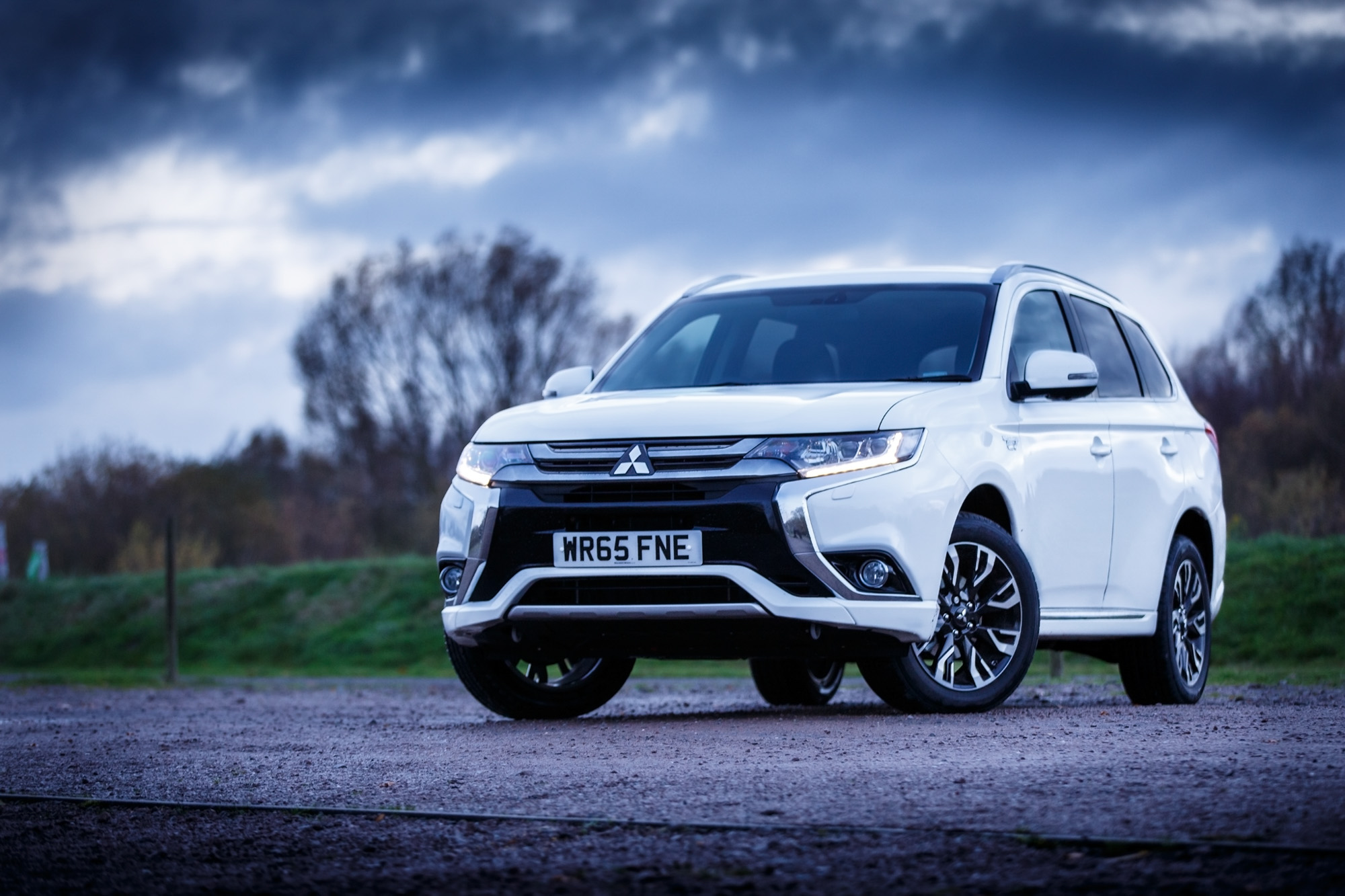 what is the mitsubishi outlander phev gx4h all about. Black Bedroom Furniture Sets. Home Design Ideas