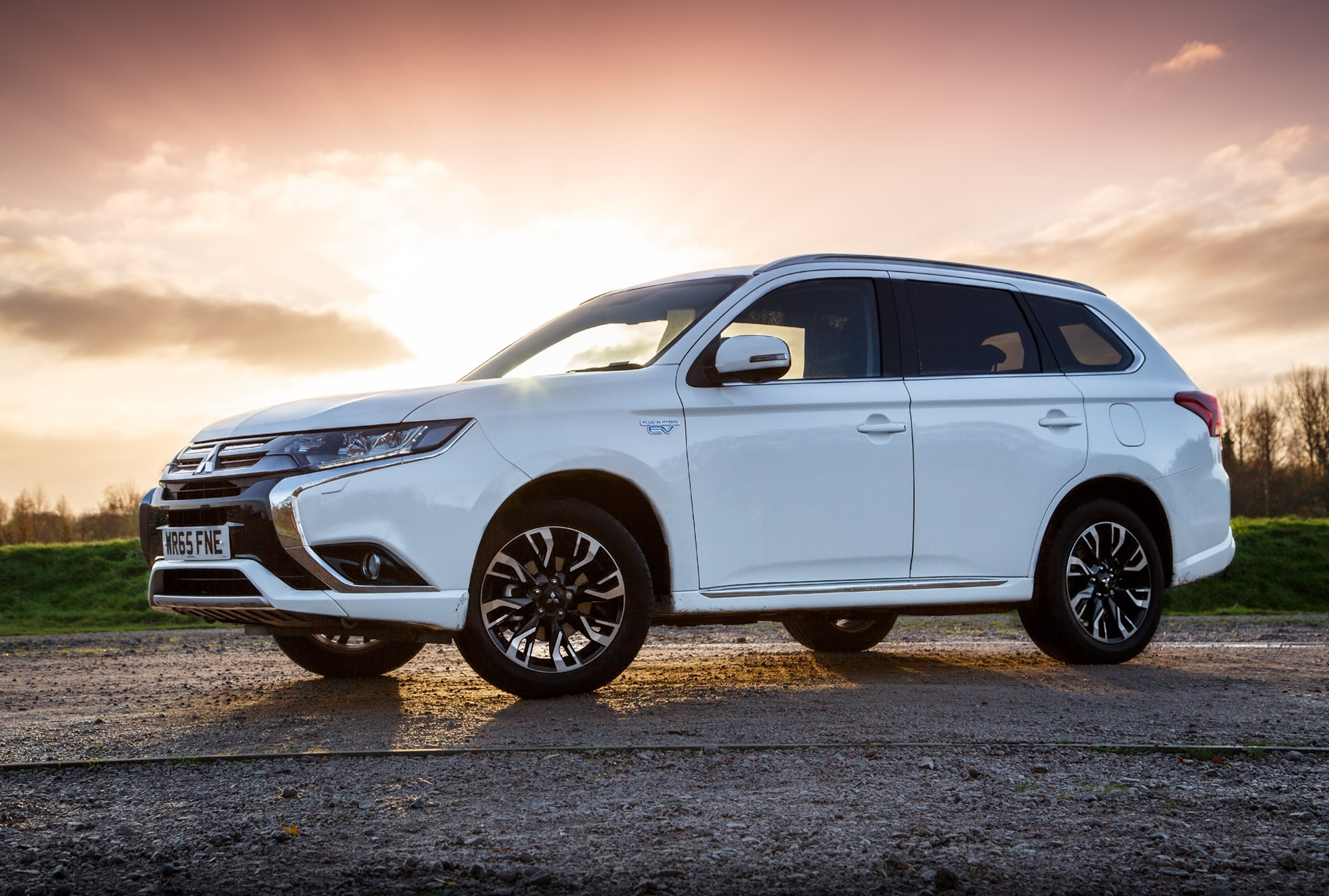 mitsubishi outlander phev gx4h 2015 review. Black Bedroom Furniture Sets. Home Design Ideas