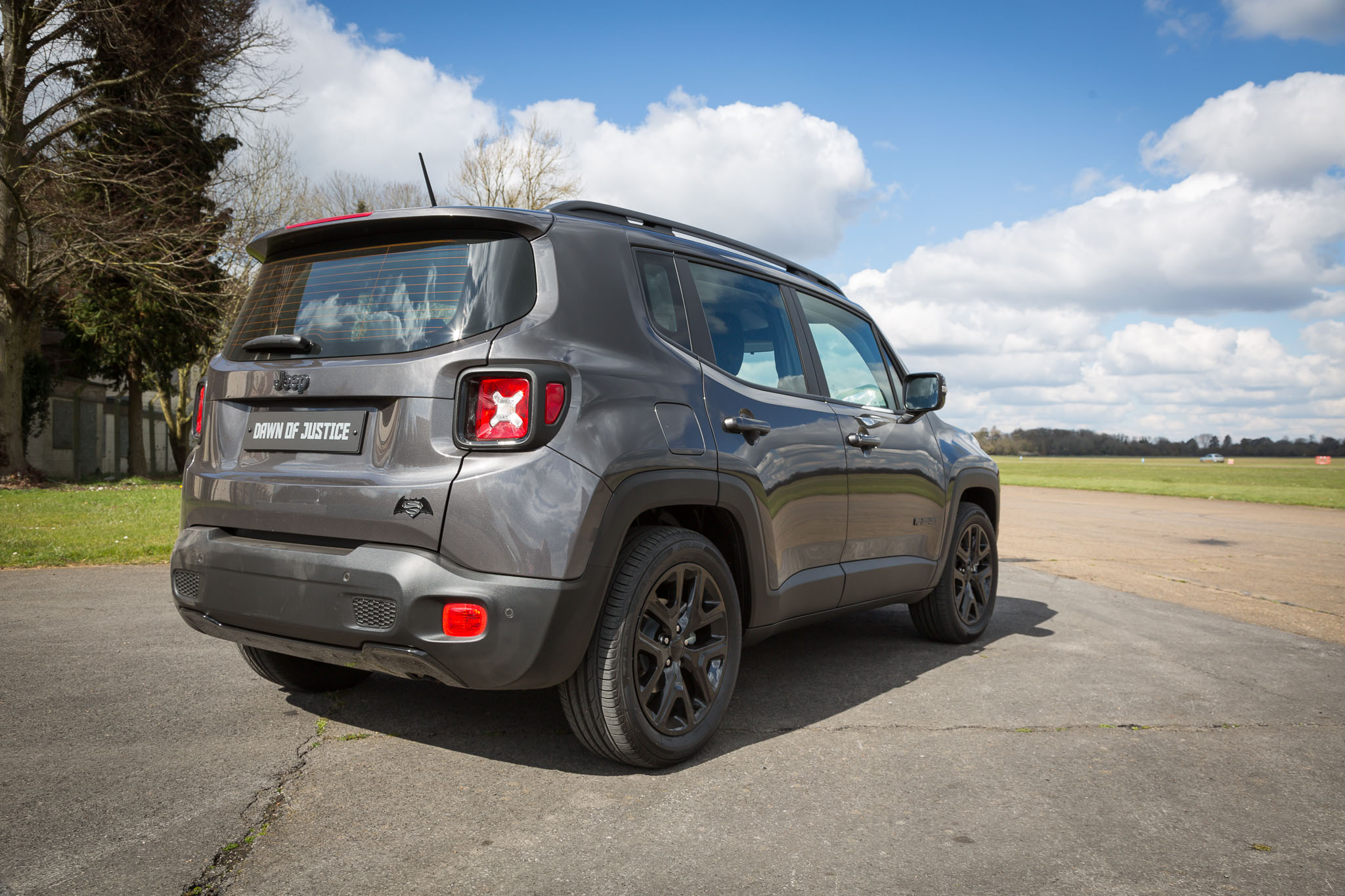 jeep renegade dawn of justice first driving impressions. Black Bedroom Furniture Sets. Home Design Ideas