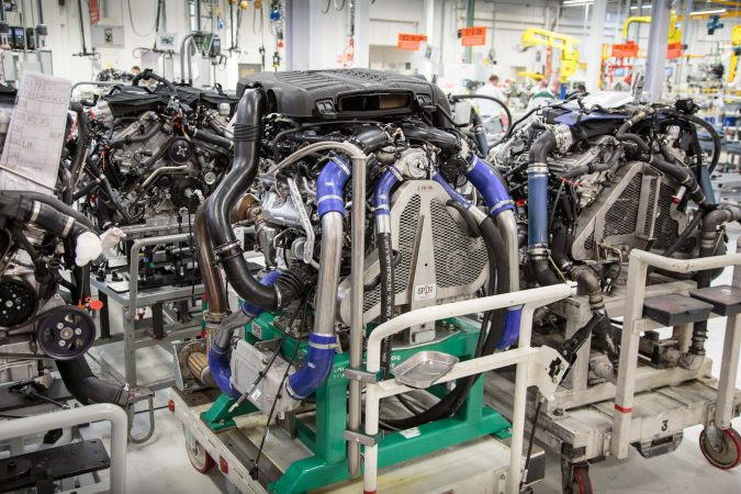 Bentley Factory - Engine setup to be tested