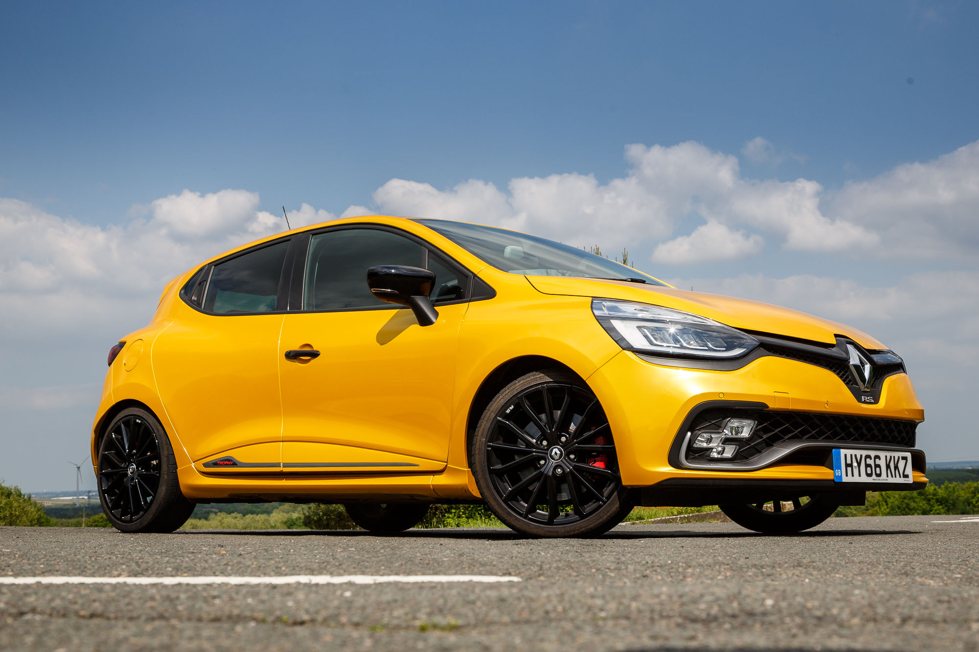 New Car Designs >> 2017 Renault Clio RS 220 Trophy EDC Review