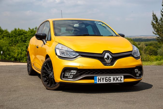 2017 renault clio rs 220 trophy edc review. Black Bedroom Furniture Sets. Home Design Ideas
