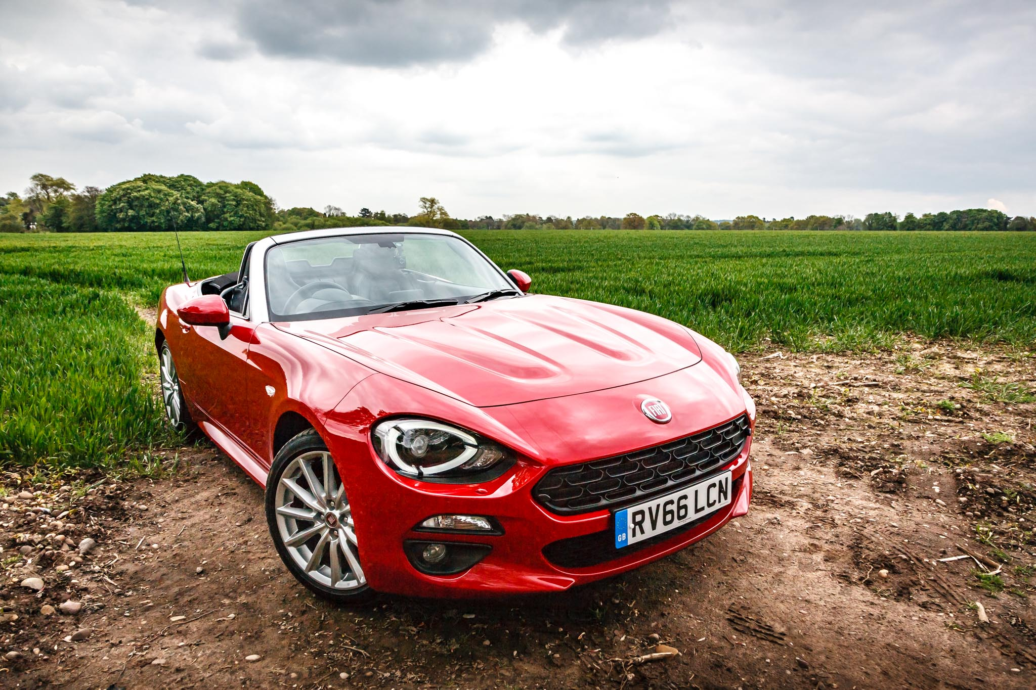 2017 fiat 124 spider review the perfect roadster. Black Bedroom Furniture Sets. Home Design Ideas