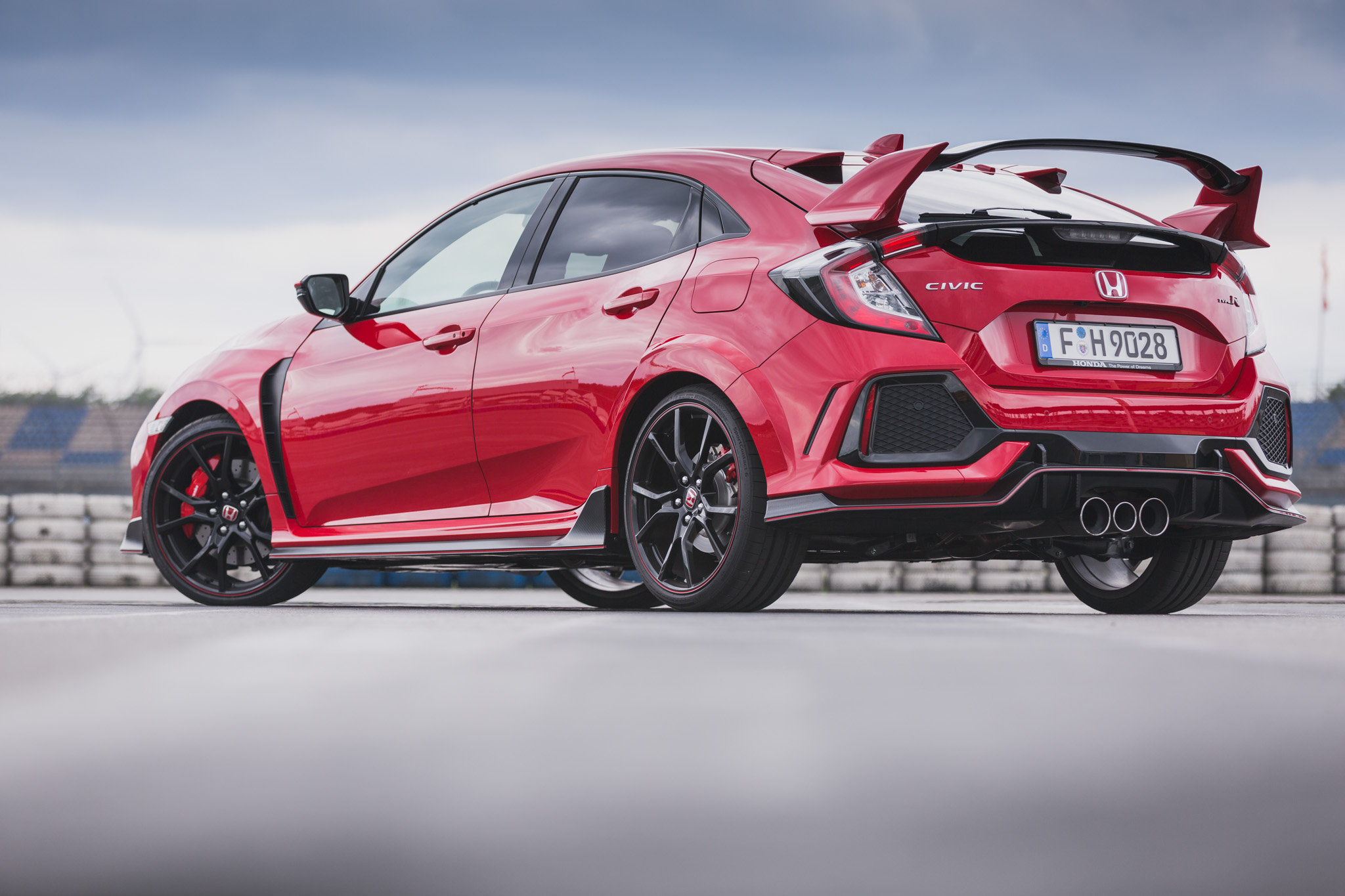 2017 honda civic type r fk8 review motor verso for Buy honda civic type r