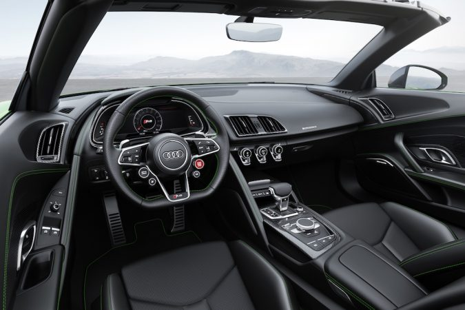R8 Spyder V10 Plus interior