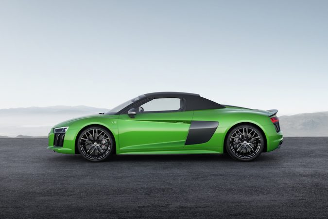 R8 Spyder V10 Plus side