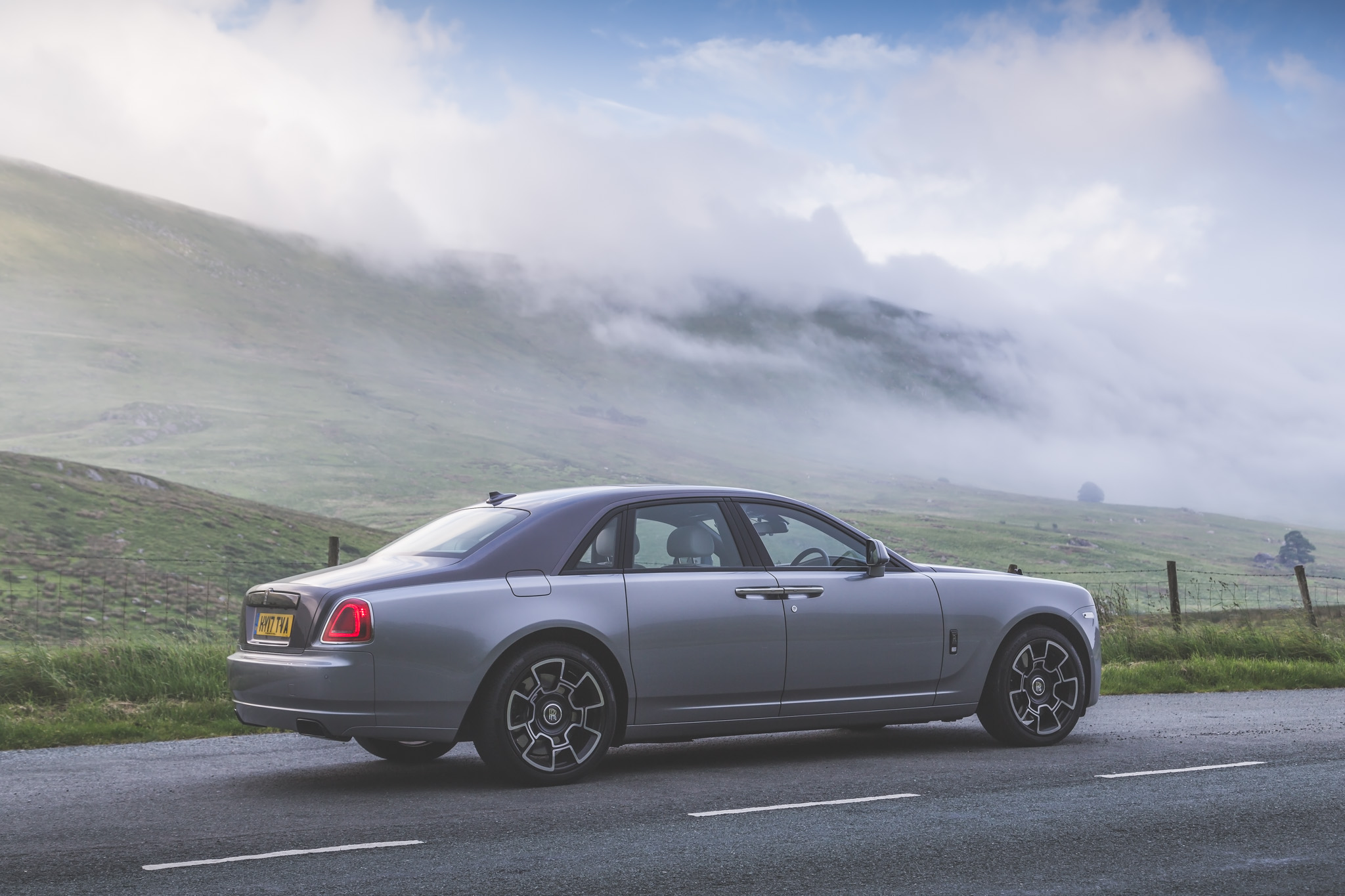 Rolls-Royce Ghost Black Badge Provides Perfect Luxury