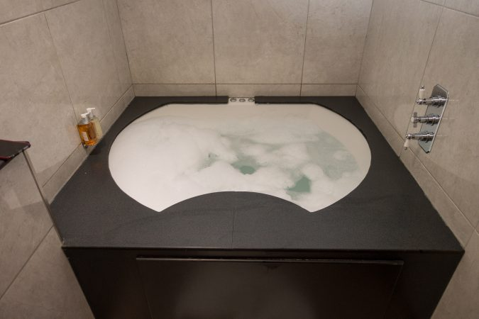 Shankly Hotel Whirlpool Jacuzzi Bathroom