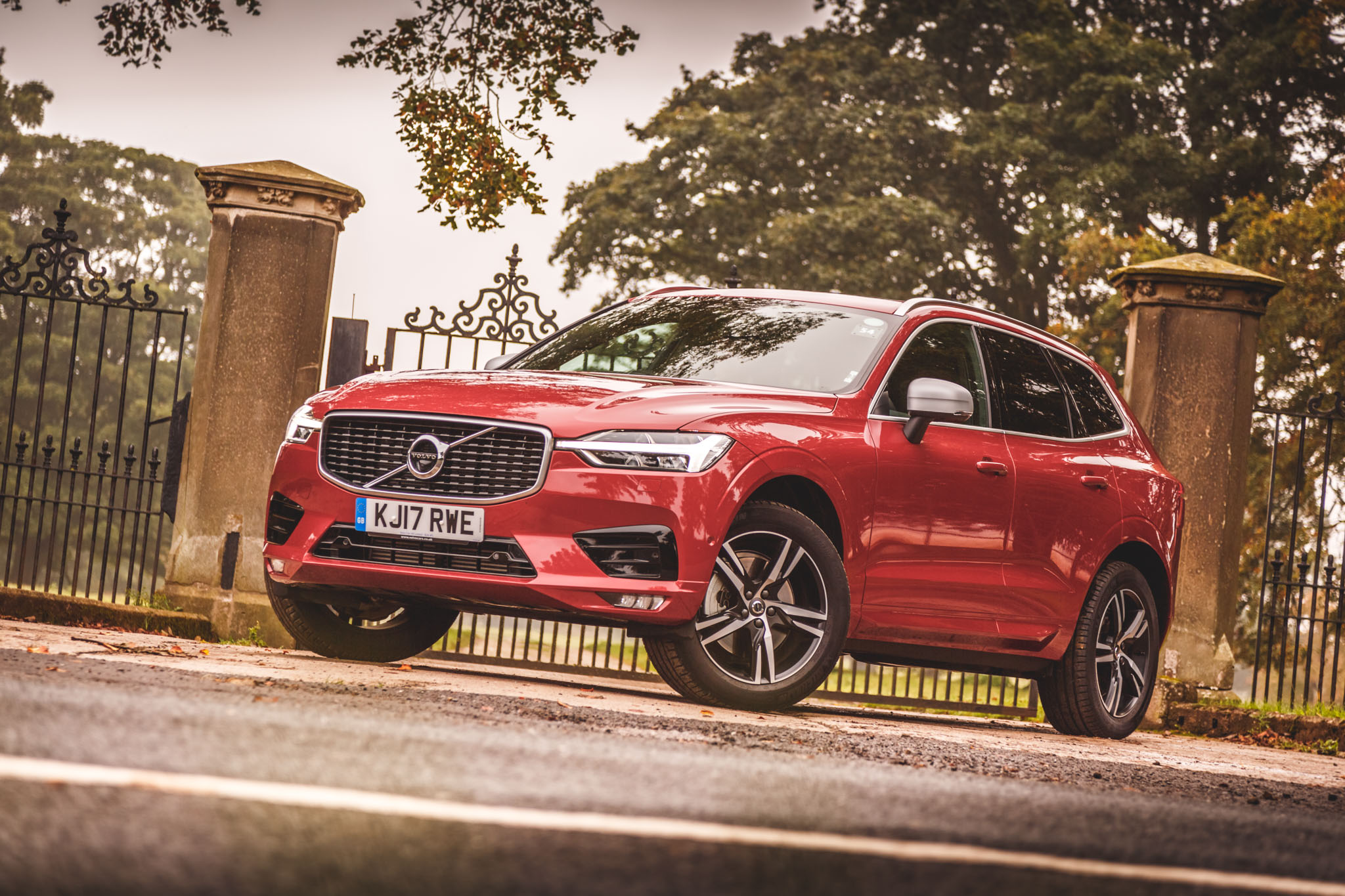 2017 Volvo Xc60 R Design Red 8