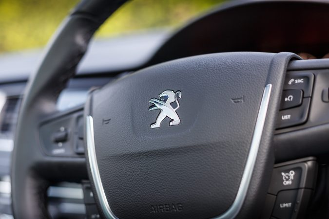 Peugeot 508 SW GT Steering wheel badge
