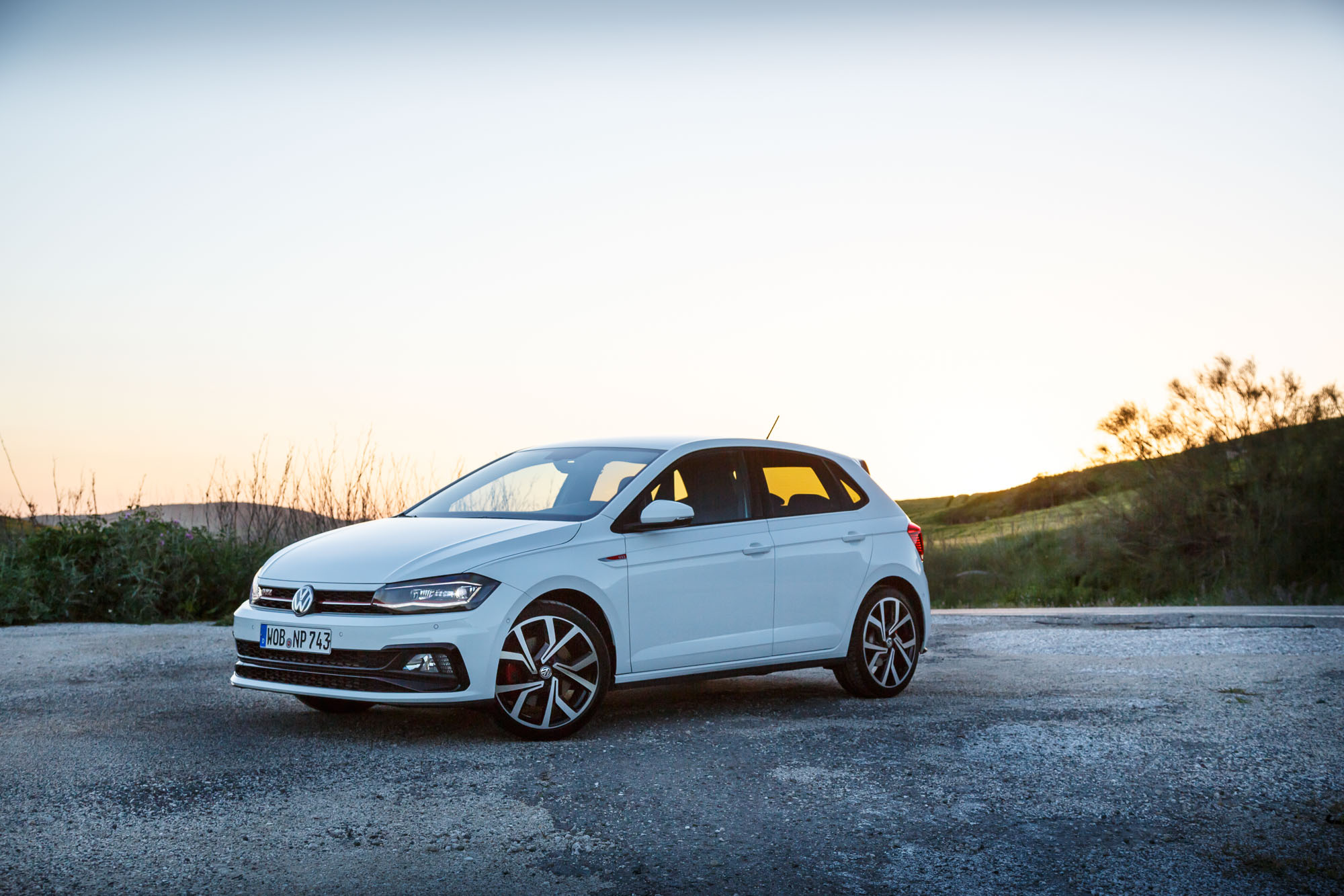 volkswagen polo gti review the polo closes the gap on the golf. Black Bedroom Furniture Sets. Home Design Ideas