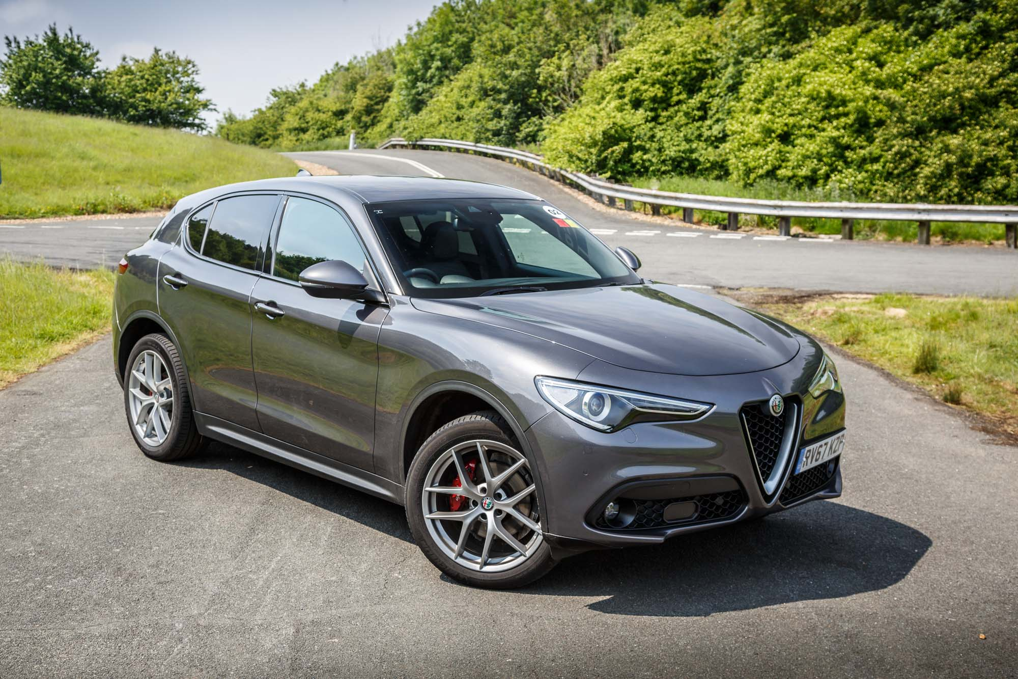 2018 alfa romeo stelvio suv milano edizione an suv with ambition. Black Bedroom Furniture Sets. Home Design Ideas