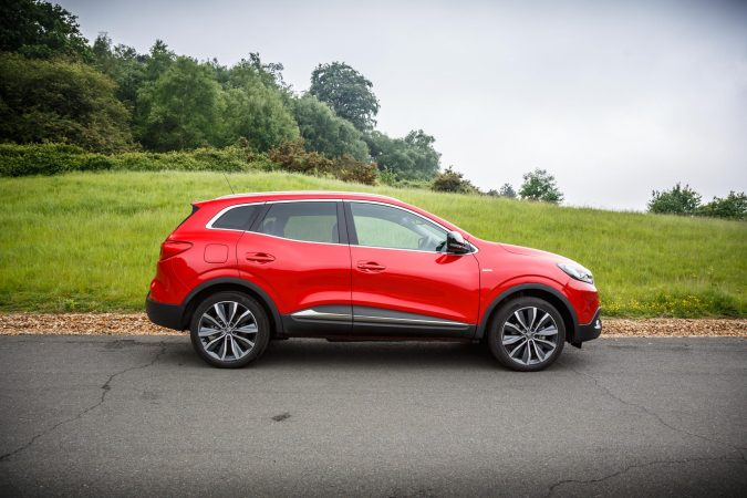 2018 renault kadjar red side on