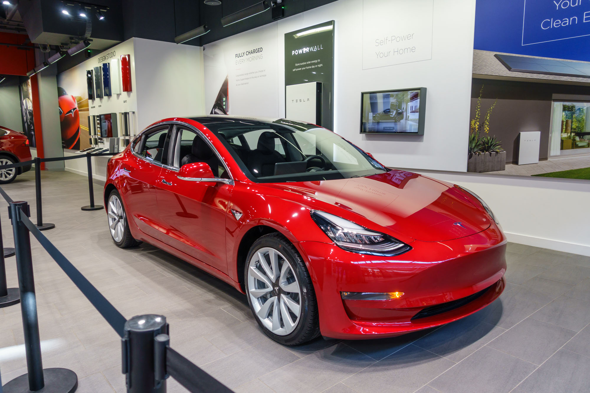 Tesla Model 3 - A Closer Look At The Car For The UK
