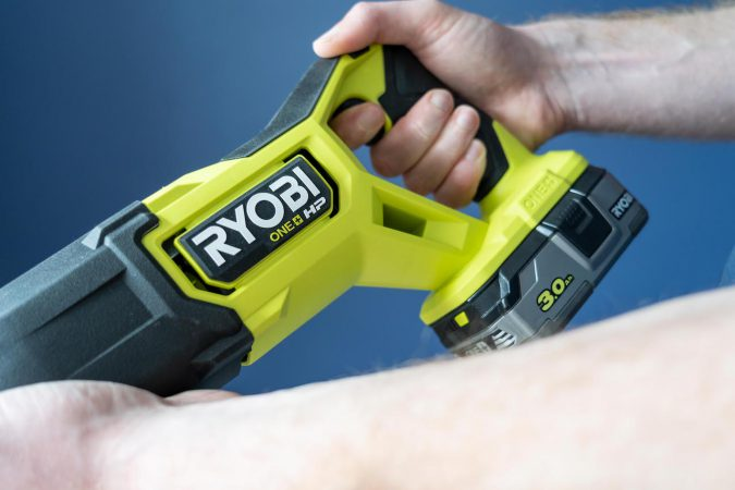 The quality of the handle is another thing we can praise about Ryobi's RRS18X.